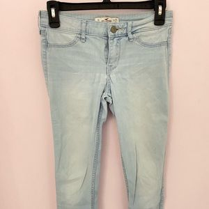 HOLLISTER comfortable and flattering jegging!
